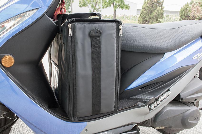 长宏外送保温袋,保冷,完美置放机车踏板处 - 展示图
